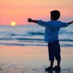 Little boy at sunset — Stock Photo