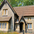 Old English style cottage in Hyde Park, London — Stock Photo #5692940