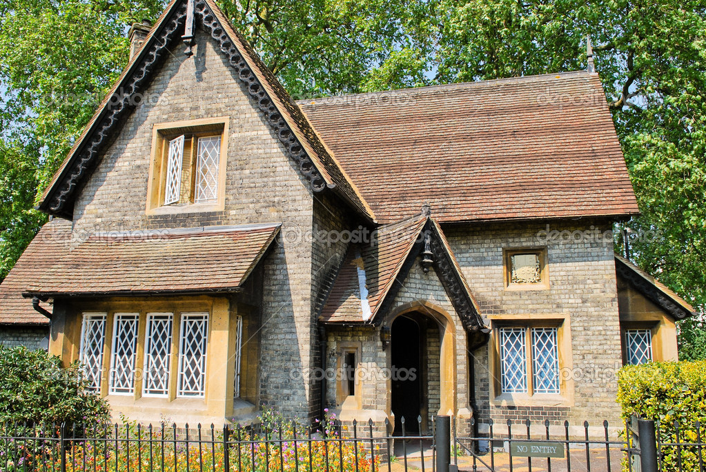 Old English Style Cottage In Hyde Park London Stock
