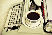Cup of coffee and vintage type-writer — ストック写真