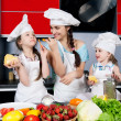 Mother and two daughters in the kitchen — Stock Photo #5923751