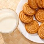 Milk and pastry — Stock Photo