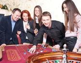 Grupp i casino — Stockfoto