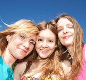Genç kızların pozitifliği hızlı — Stok fotoğraf