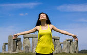 Woman at Stonehenge (England) — Stock Photo