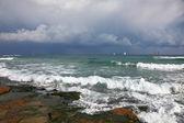Ein segel der yachten am horizont — Stockfoto