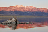 Fabulous sunrise. Sunrise at Mono Lake and beautiful reefs Tufa — Stock Photo