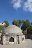 Edificio redondo baja junto a la iglesia copta — Foto de Stock