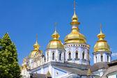 Goldene kuppel kloster st. michael in kiew, ukraine — Stockfoto