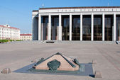 Palace of the Republic in Oktyabrskaya square in Minsk, Belarus — Stock Photo