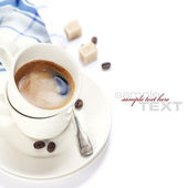 Closeup foto recién preparado taza de espresso italiano — Foto de Stock