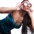 Beautiful fashion mulatto woman wearing sunglasses over a white background. — Stock Photo