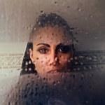 Portrait of a sexy mulatto woman under water. — Stock Photo