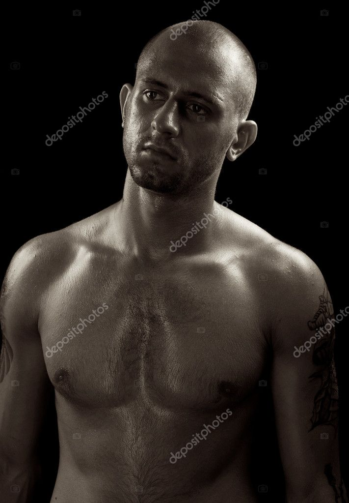 Young muscle bold male model in studio — Foto Stock #6524248