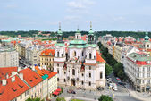 Praag. st.nicholas in het oude stadsplein — Stockfoto