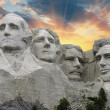 sonnenuntergang über mount rushmore, south dakota, usa. — Stockfoto