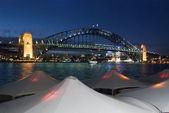 вечером приближается сиднейской гавани — Стоковое фото