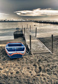 Small Boat on the Beach of Castiglioncello, Tuscany — Stock Photo