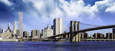 Clouds over Brooklyn Bridge in New York City — Stock Photo