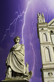 Storm over piazza santa croce architectuur in florence — Stockfoto