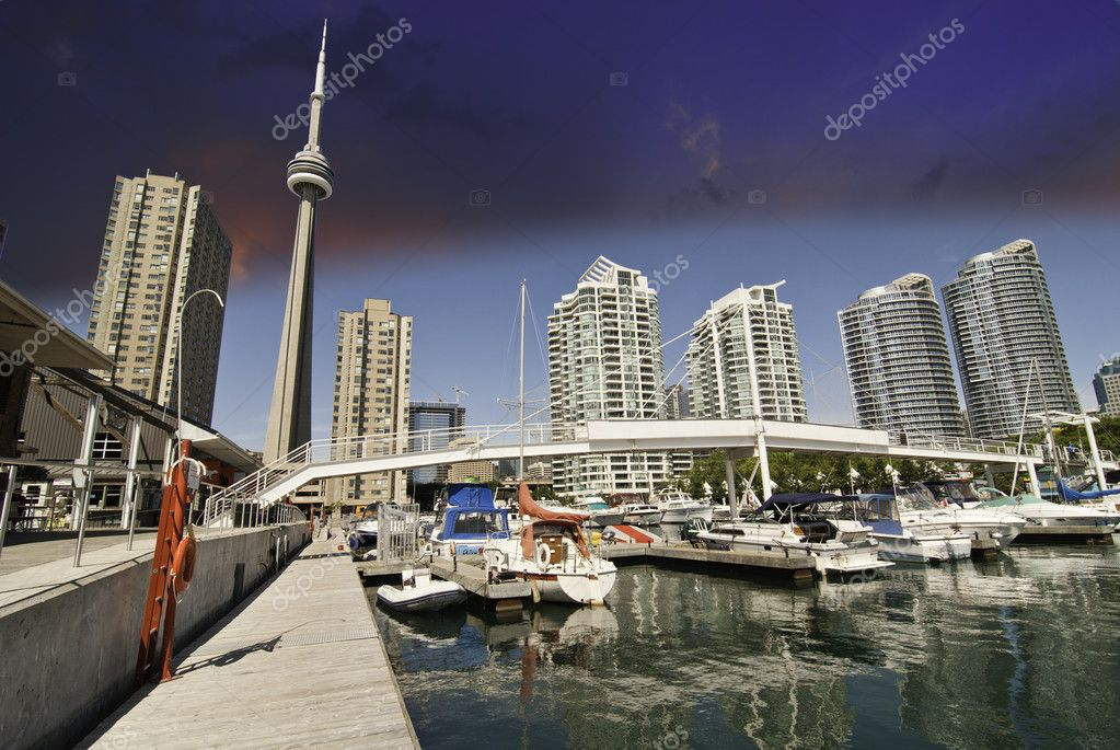 View of Toronto from a Pier, Ontario, Canada — Stock Photo #6100137