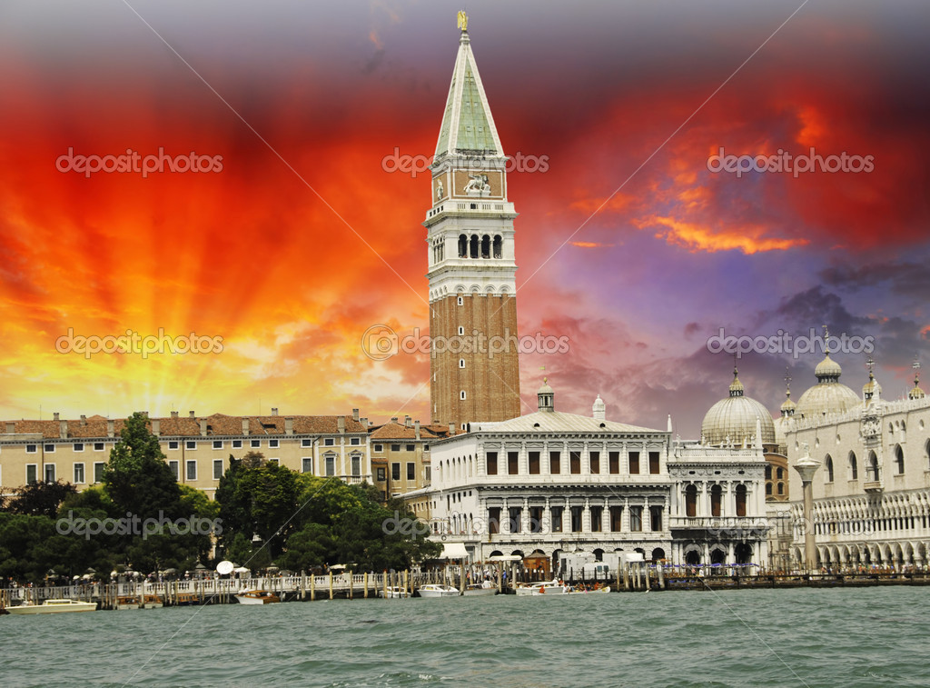 St Mark's Square from the Sea in Venice, Italy — Stock Photo #6101258
