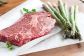 Rib-eye steak and asparagus — Stock Photo