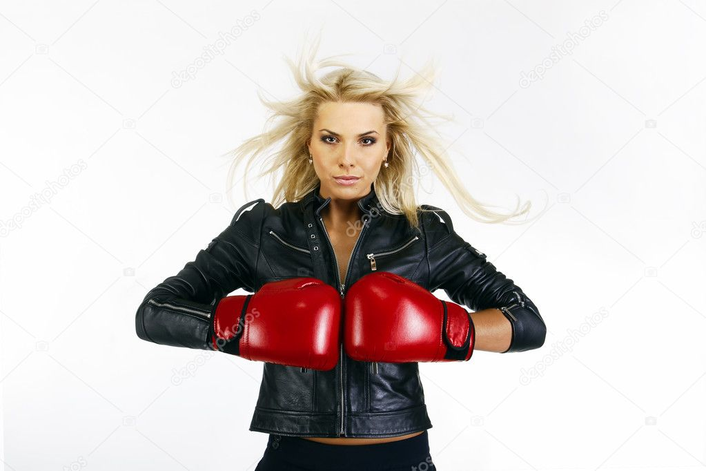 Portrait of a beautiful boxing woman — Stock Photo #6707061