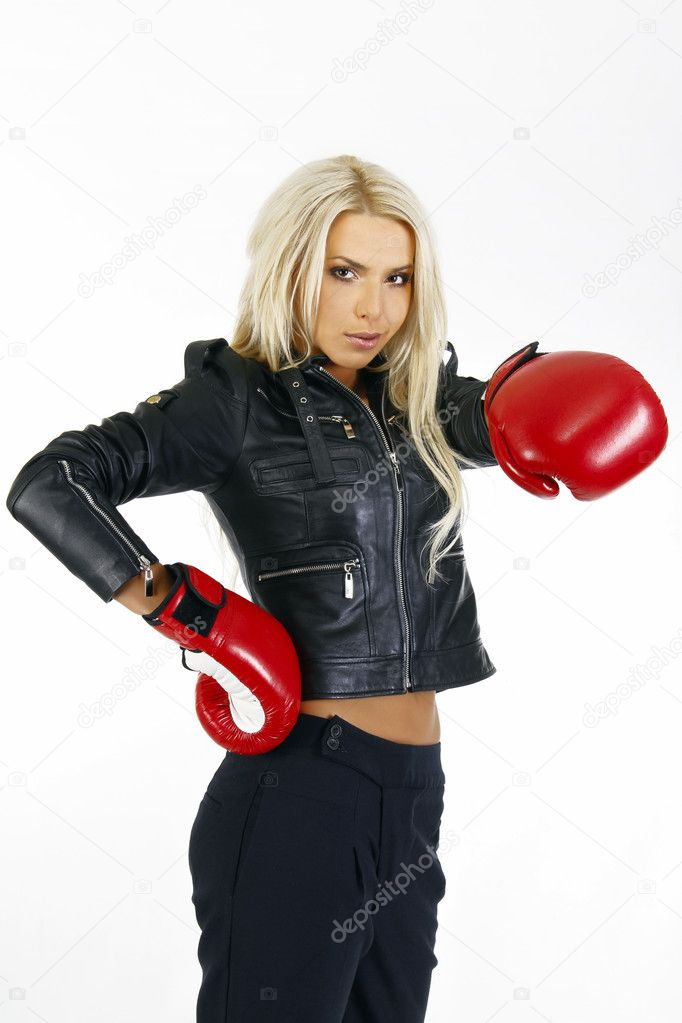 Portrait of a beautiful boxing woman — Stock Photo #6707088