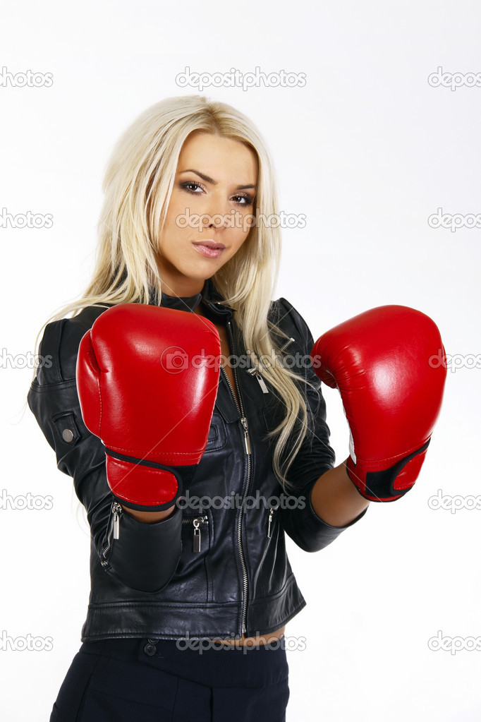 Portrait of a beautiful boxing woman — Stock Photo #6708661