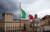 Flag of Italy against the gray sky. architecture — Stock Photo