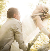 Young couple kissing in sun ray — Stock Photo