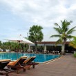 Swimming pool at the beach and bar of the popular hotel, Pattaya — Stock Photo