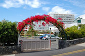 Building and arc with flowers of luxury hotel, Tenerife island, — Stock Photo