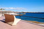 Beira-mar e banco na playa de las américas, ilha de tenerife, sp — Foto Stock