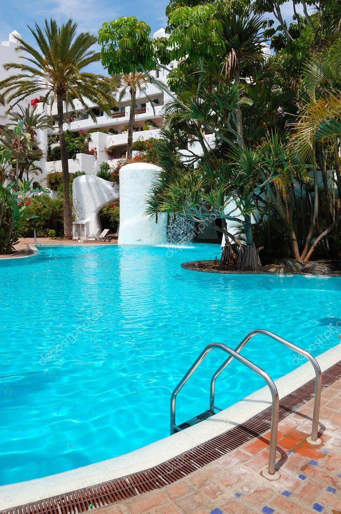 piscine avec cascade et b timent dh tel de luxe tener photographie slava296 6310463. Black Bedroom Furniture Sets. Home Design Ideas