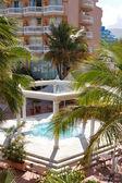 Schwimmbad mit whirlpool auf teneriffa, luxushotel, spa — Stockfoto