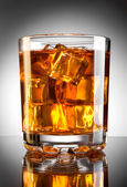 Whisky and ice — Stock Photo