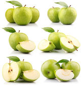 Set of green apple fruits with leaf isolated — Stock Photo