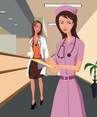 Médico e uma enfermeira caminhando ao longo de um corredor de hospital — Fotografia Stock