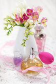 Vintage perfume bottles and flowers — Stock Photo