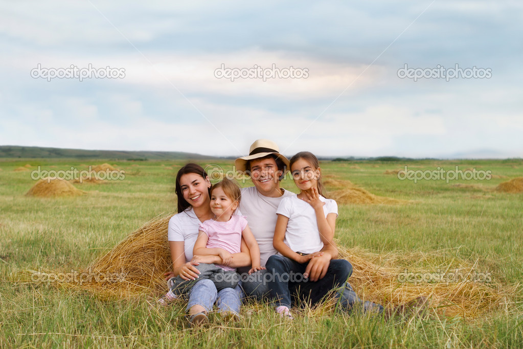 Happy young family with two daughters outdoors — Stock Photo #5873480