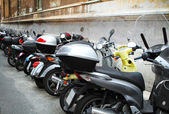 Italian street with parked motorcycles — Stockfoto