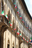 Italian flags outside of a windows — Foto Stock