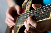 The woman plays an electric guitar — Stock Photo