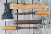 Gevestigd gebouw tools op oude borden — Stockfoto