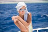 A garota linda para o mar — Foto Stock