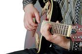 Adam bir elektro gitar çalıyor — Stok fotoğraf