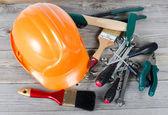 Ange byggnad verktyg på gamla styrelser — Stockfoto