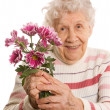 The old woman with a bunch of flowers — Stock Photo